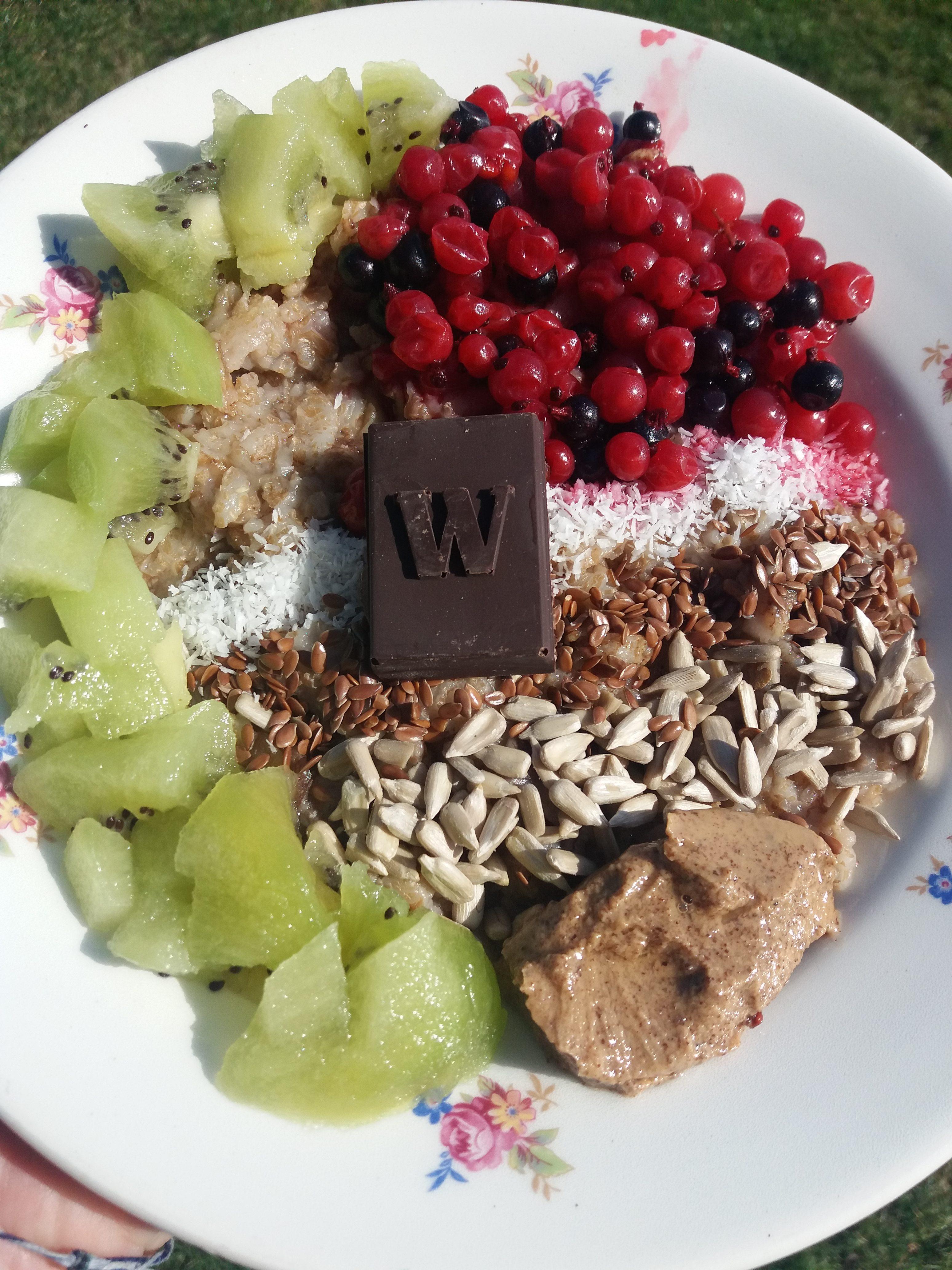 Špaldová kaša s mixom ovocia a semienkami